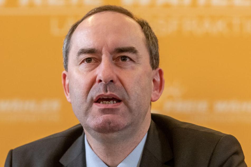 Der Parteichef der Freien Wähler, Hubert Aiwanger, lobte Michael Leonbacher in den höchsten Tönen.