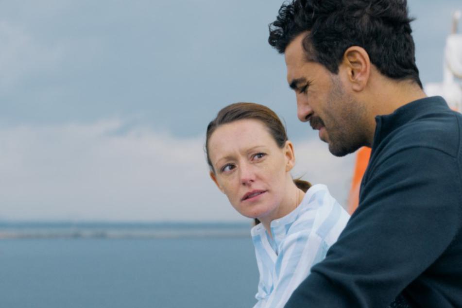 Der Urlaub stellt die Beziehung von Alice (Lavinia Wilson) und Niklas (Elyas M'Barek) erneut vor eine Zerreißprobe.