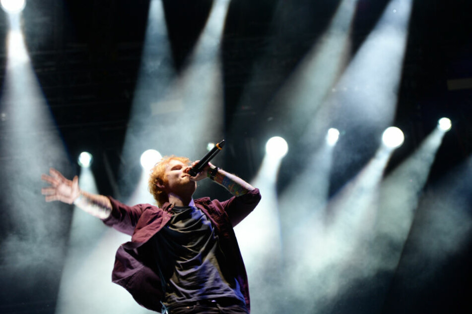Fans bei Ed-Sheeran-Konzert mit Kreislaufproblemen behandelt