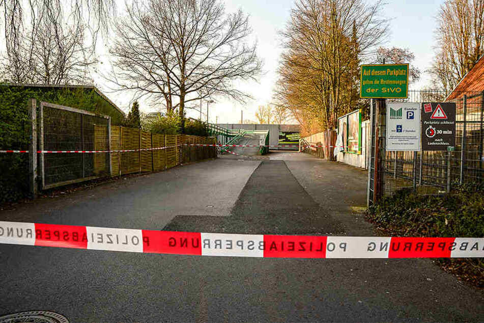 Tatort: Das Parkdeck am Marktkauf ist voll abgesperrt.