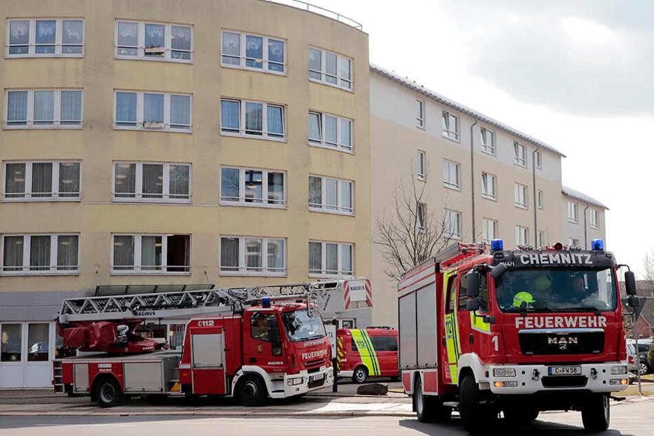 Die Feuerwehr war mit mehreren Fahrzeuge am Altenheim vor Ort.