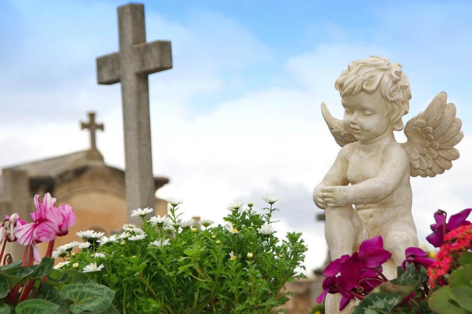 Die Friedhofskosten werden von einem Spender übernommen, der gerne anonym bleiben möchte. (Symbolbild)