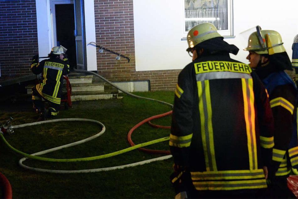 Die Feuerwehr begann sofort mit den Rettungs- und Löscharbeiten.