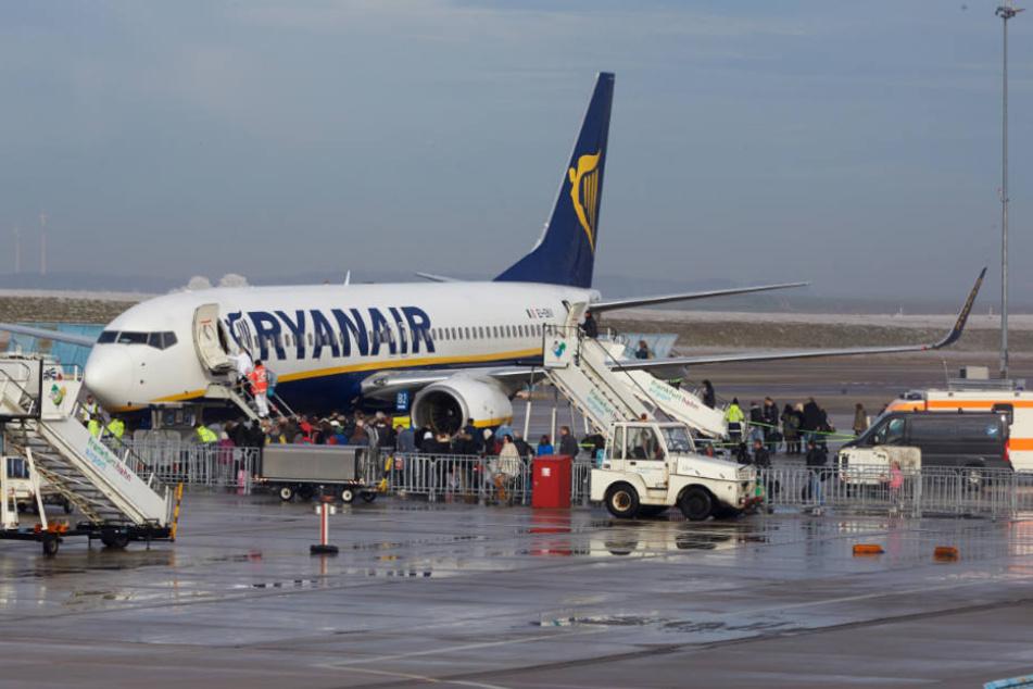 Druckabfall in Ryanair-Flieger: 33 Passagiere in Klinik!