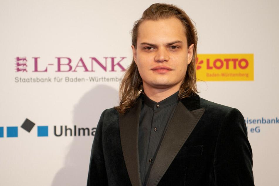 Wilson Gonzalez Ochsenknecht steht beim Carl-Laemmle-Produzentenpreis auf dem roten Teppich.