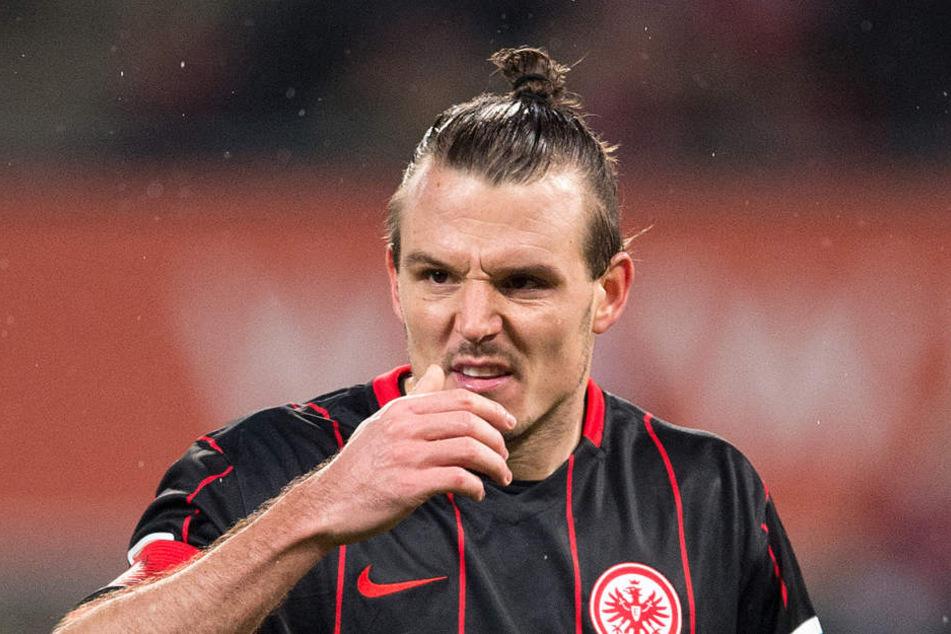 Es wird aber noch eine Weile dauern, bis es wieder für einen Bundesligaeinsatz für Alex Meier reicht.