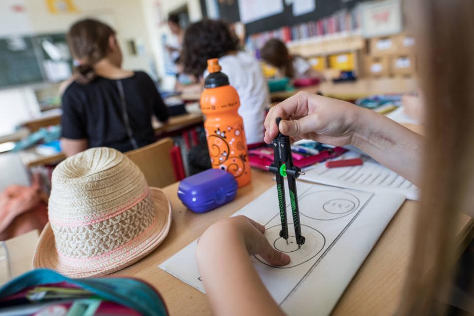 Die Schüler der Liebfrauenschule in Frankfurt wollen die 100.000 Euro mit nach Hause nehmen.