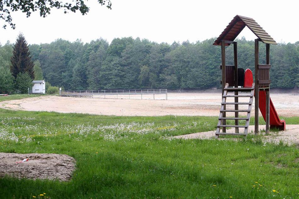 """Hier springt in dieser Saison niemand ins kühle Nass: Das Waldbad """"Großer Teich"""" bleibt geschlossen."""