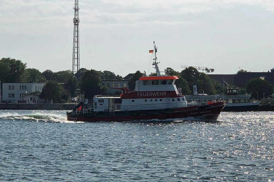 Auch die Feuerwehr schickte ein Boot los, um nach dem 55-Jährigen zu suchen.