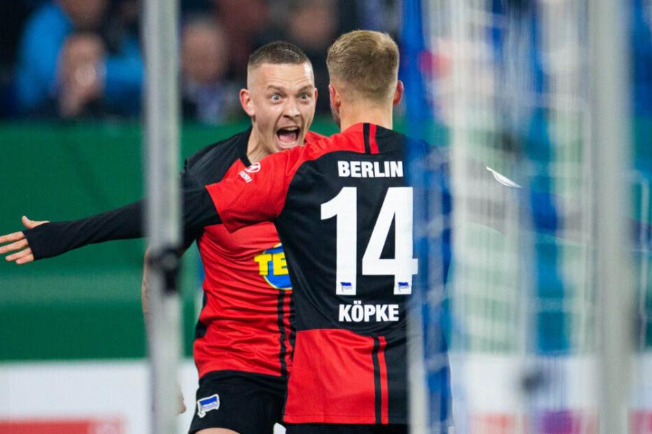 Pascal Köpke (r.) jubelt mit Vorlagengeber Marius Wolf über das 1:0.