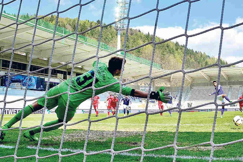 Ein Eiszapfen vom Punkt: Dimitrij Nazarov lief gegen Würzburg zum siebten Mal zum Punkt - und traf zum siebten Mal.