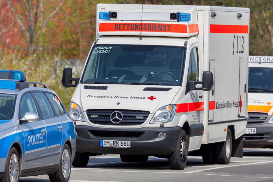 Ersthelferin wird an Unfallstelle von eigenem Auto erfasst und schwer verletzt