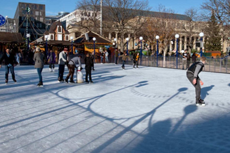 In Stuttgart gibt es auch jedes Jahr eine Eisbahn. Wie wird die in Bünde wohl aussehen?
