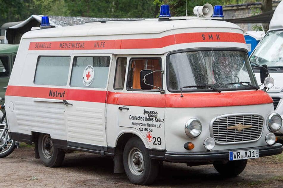 Jedem Bürger der ehemaligen DDR bekannt. Ein Krankenwagen der Schnellen Medizinischen Hilfe (SMH) vom Typ Barkas B1000.