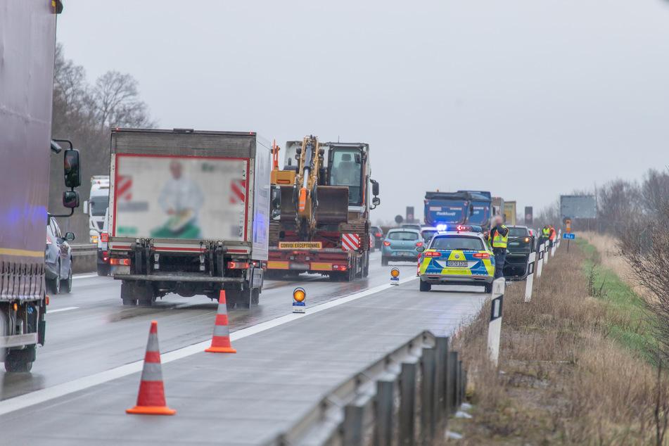 Auffahrunfall auf der A72 zwischen Stollberg und Chemnitz: Autofahrer standen danach im Stau.