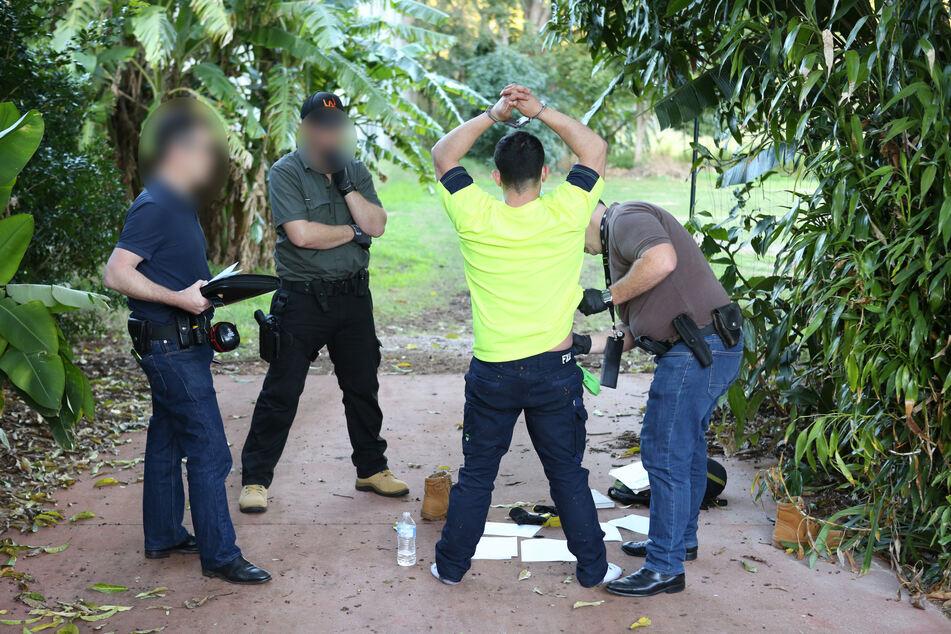 Polizei kontrolliert Kleinflugzeug und staunt nicht schlecht, was sie dort findet