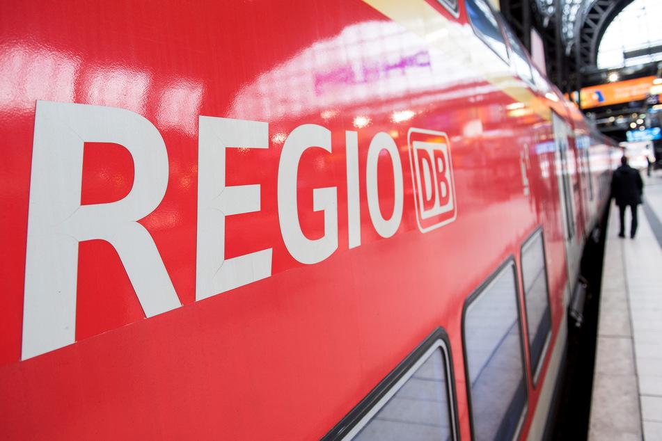 Die Deutsche Bahn geht von weiter steigenden Fahrgastzahlen über das lange Pfingstwochenende aus.