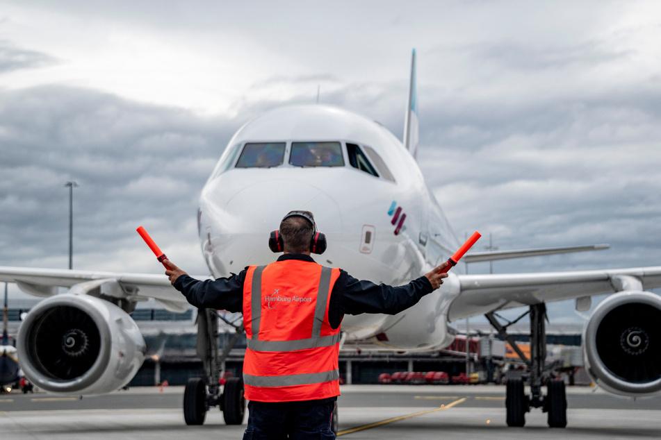 Am Hamburger Flughafen sind zahlreiche Verbindungen gestrichen worden. (Archivbild)