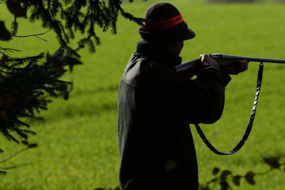 Der Jäger hat sich am Dienstagmorgen versehentlich selbst erschossen. (Symbolbild)