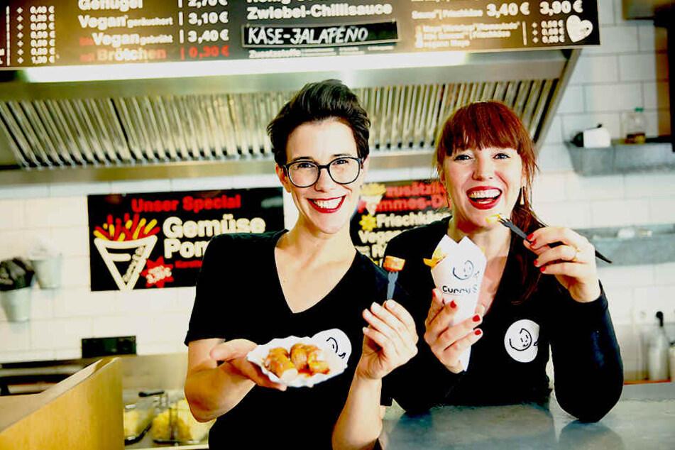 Wollen die ganze Republik mit ihrer Currywurst begeistern: Simone (36, l.) und  Susanne Meyer-Götz (40).