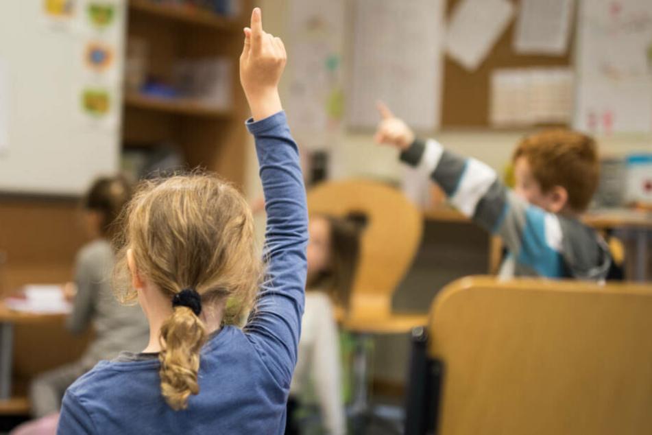 """Wegen des größer werdenden Lehrer-Mangels sieht der Grundschul-Verband die """"Unterrichts-Qualität in Gefahr"""" (Symbolbild)."""