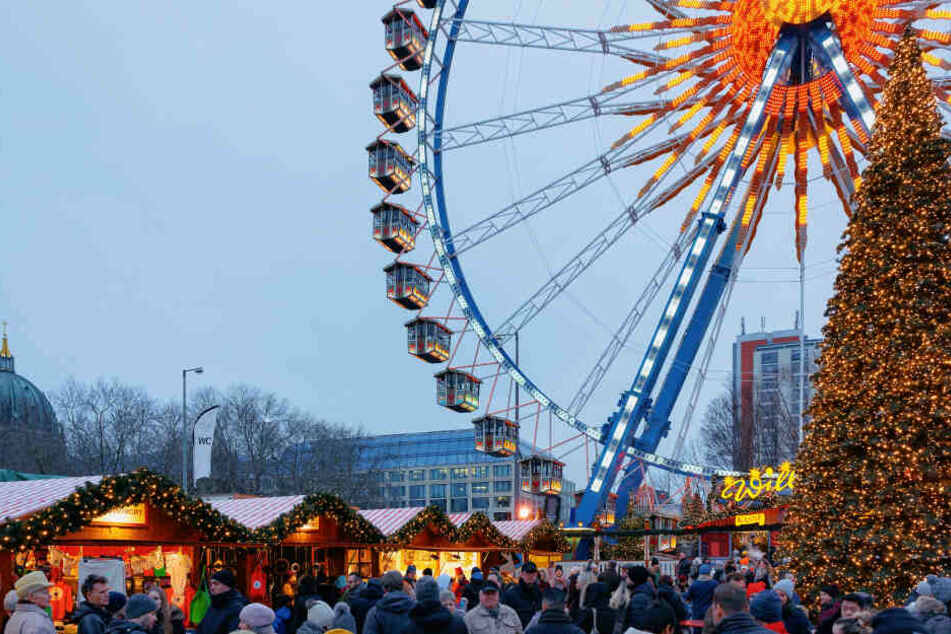 Auch Riesenrad fahren auf dem Weihnachtsmarkt am Roten Rathaus ist noch bis zum 6. Januar möglich.