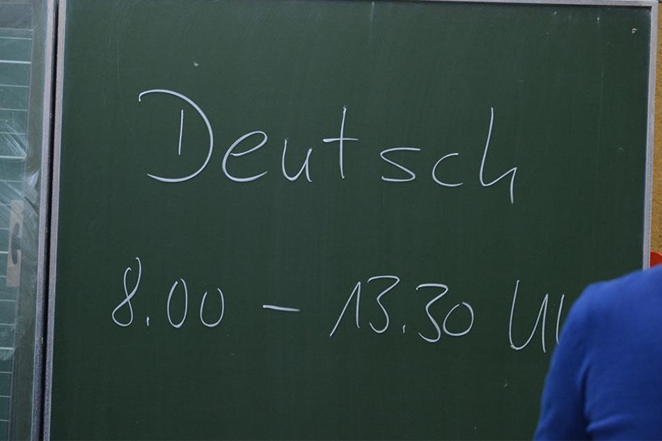 Ein Lehrer soll versehentlich eine falsche Zeit auf die Tafel geschrieben haben. (Symbolbild)