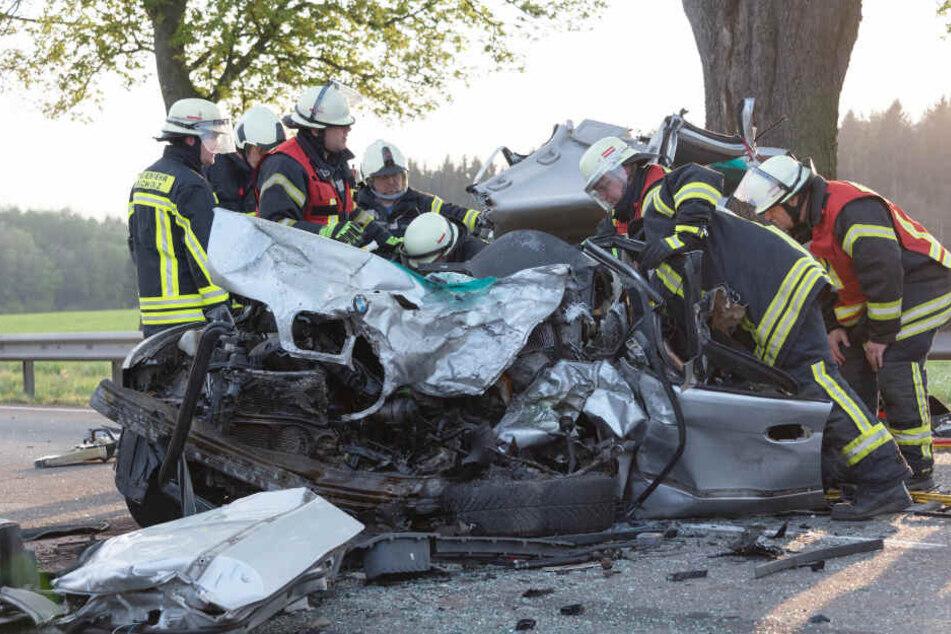 Vom Auto blieb nach dem Unfall nur ein Wrack über.