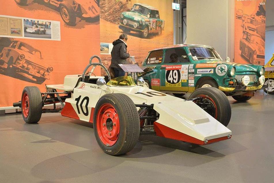 Ein Trabant im Stil eines Formel 1-Rennwagens. Der Formel junior 600 wurde von einem Trabi-Motor angetrieben, hatte allerdings 30 PS und fuhr stolze 130 Km/h.