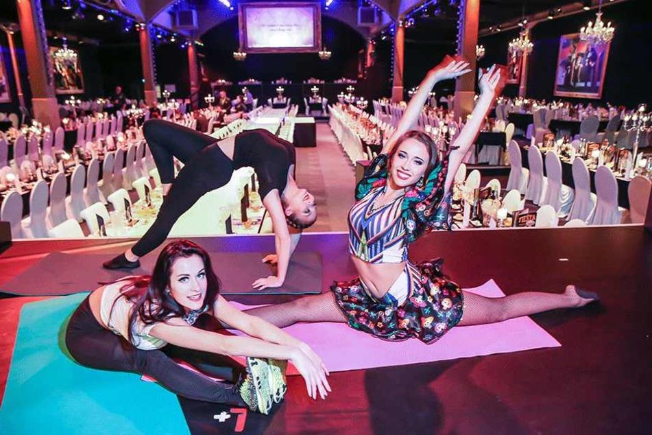 Artistin Yayita Gasser mit den Tänzerinnen Yana und Elena
