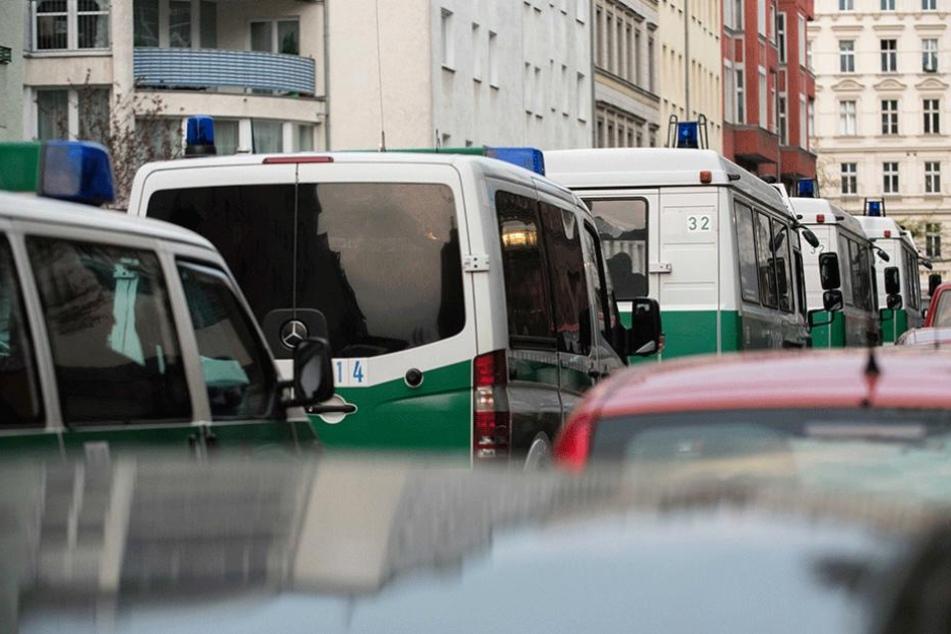 Mit einem Großaufgebot rückte die Polizei an und verhaftete die mutmaßlichen Räuber.