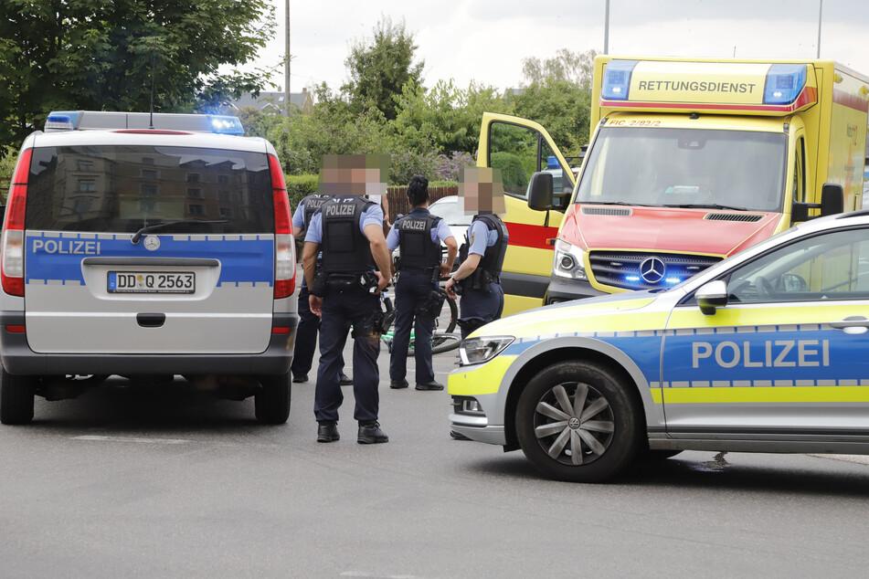 Am Sonntagnachmittag kam es auf der Kreuzung Heinrich-Schütz-Straße/Zietenstraße in Chemnitz zu einem schweren Unfall. Ein Renault krachte mit einem Radfahrer zusammen.