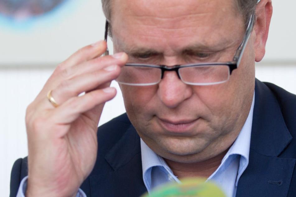 NRW-Integrationsminister Joachim Stamp verteidigte am Freitag die Abschiebung des Gefährders.