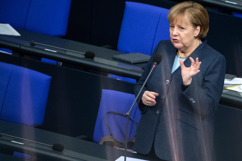 Bundeskanzlerin Angela Merkel (CDU) soll angeblich Flüge nach Großbritannien aussetzen lassen.