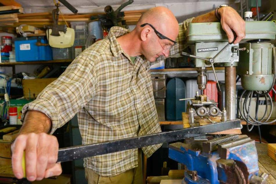 André Liebermann in seiner kleinen Werkstatt.