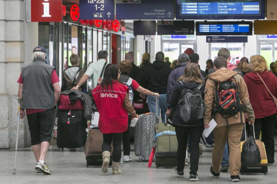 Pendler und Bahnreisende müssen sich in den kommenden Tagen auf Fahrplanänderungen beim RE6 einstellen. (Symbolbild)