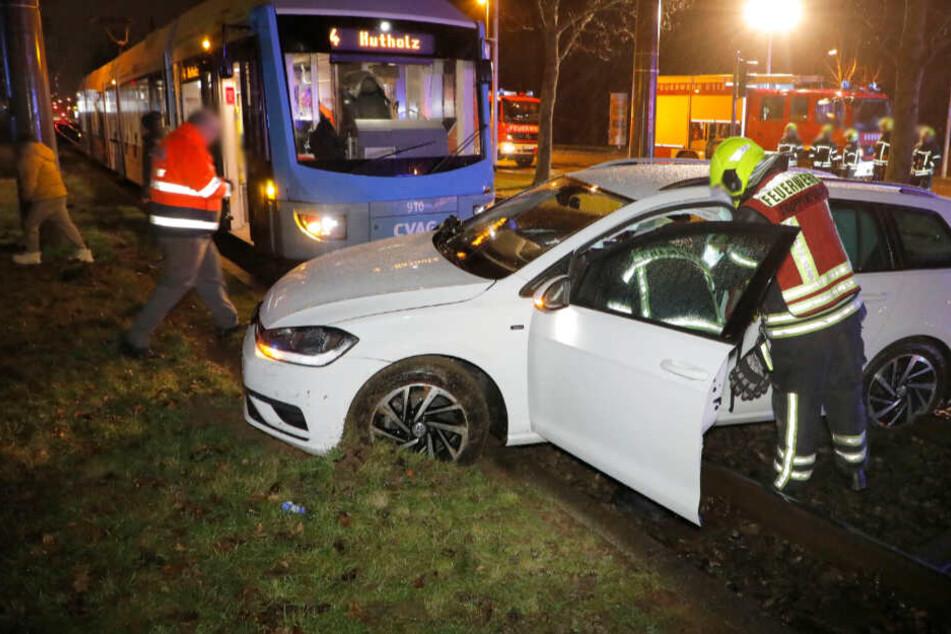 Chemnitz: Auto kracht mit Straßenbahn zusammen, sechs Verletzte