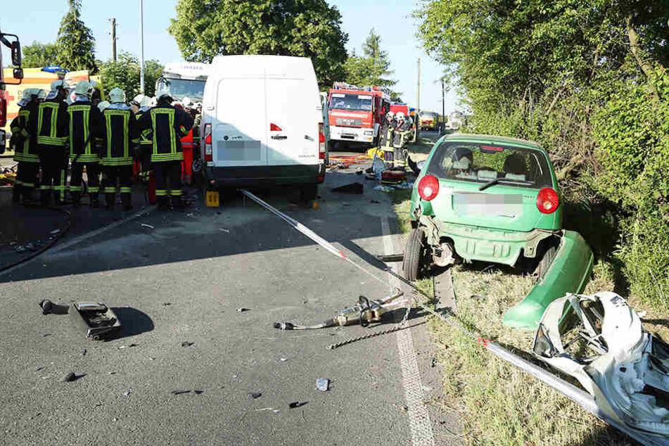 Drei Fahrzeuge krachen zusammen: 59-Jähriger schwer verletzt!