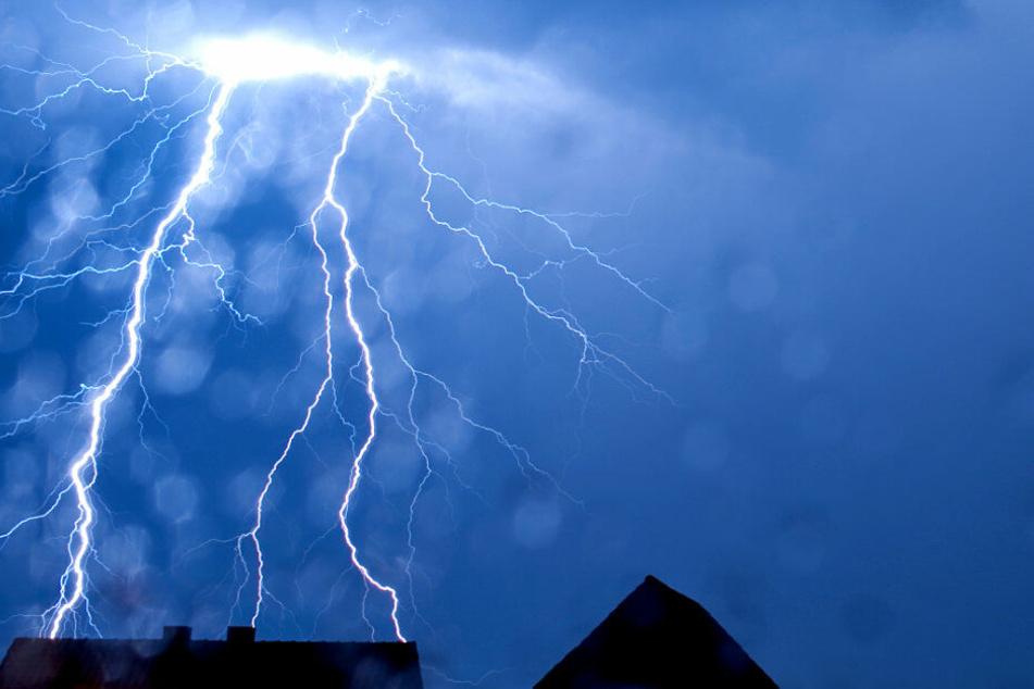 Blitze werden NRW diese Woche nicht erspart bleiben.