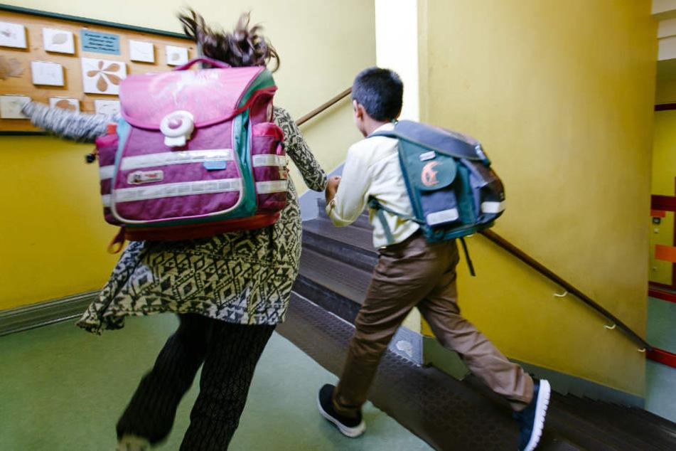 Vor allem an Grundschulen ist die Lage verheerend. (Symbolbild)