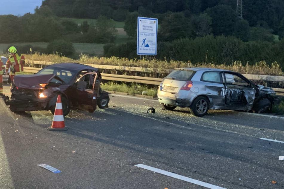 Zwei der fünf am Unfall beteiligten Autos.