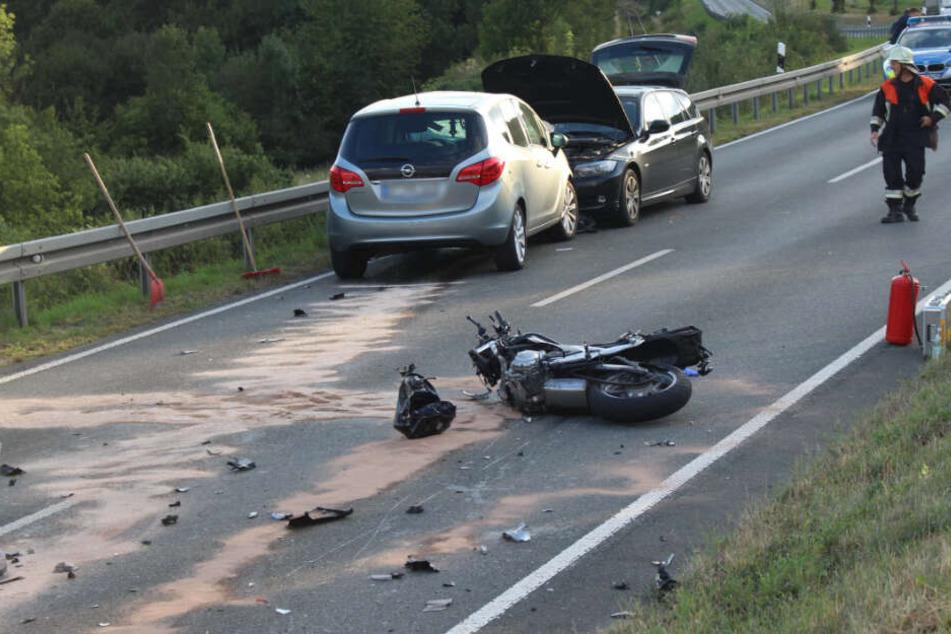 Die Fahrerin des entgegenkommenden Autos verlor die Kontrolle und stieß mit einem weiteren Auto zusammen.