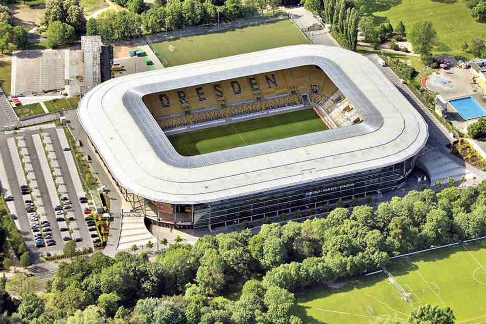 Bei aller Kosten-Diskussion: Dieses Stadion ist ein Schmuckkästchen und ein  Segen für Dynamo Dresden. Aber für den Steuerzahler kam es mit fast 33 Millionen  Euro doppelt so teuer wie geplant.