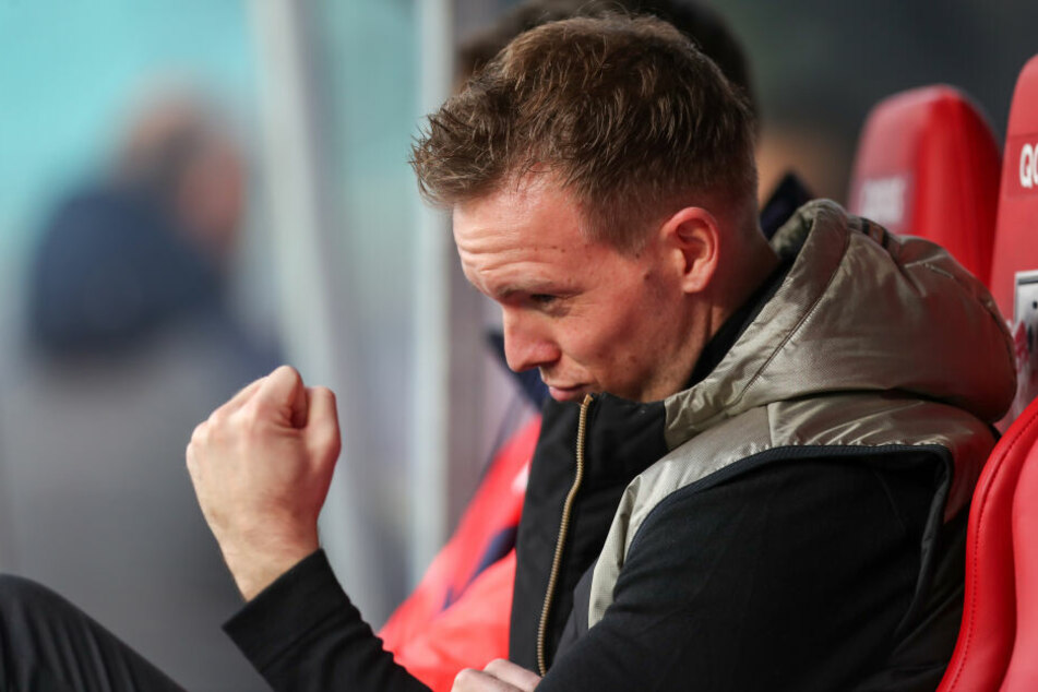 Coach Julian Nagelsmann hat mit RB Leipzig die erste Herbstmeisterschaft der Vereinsgeschichte klargemacht. Da kann man schon mal die Muskeln spielen lassen.