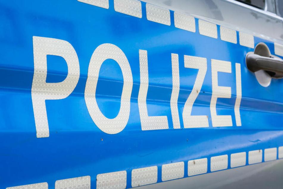 Die Wohnung des Polizisten und sein Arbeitsplatz wurden durchsucht. Von seinem Dienst bei der Berliner Polizei wurde er freigestellt. (Symbolbild)