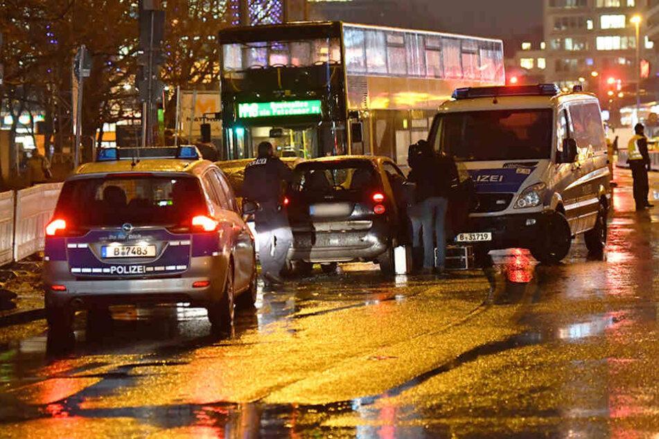Der Fahrer und seine Begleiterin wurden festgenommen.
