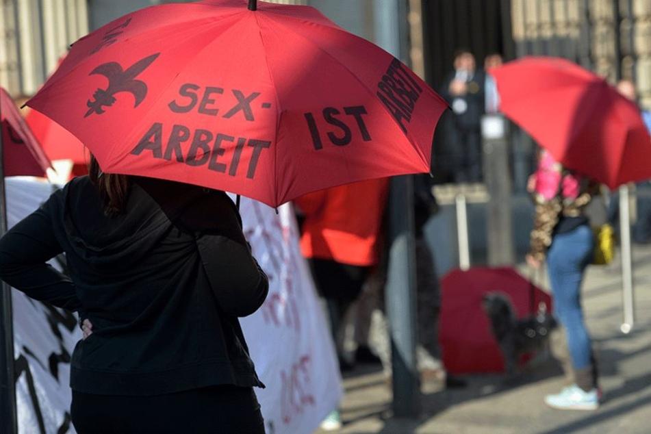 Prostituierte demonstrierten im Mai vor dem Bundesrat gegen das neue Gesetz.