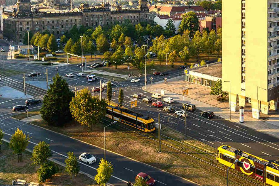 Ein Bus der Linie 75 war vom Pirnaischen Platz aus losgefahren, bevor das Fahrzeug abrupt bremsen musste.