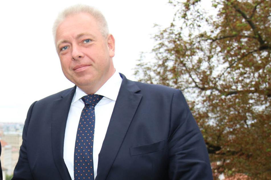 Tschechiens Innenminister Milan Chovanec (47) wirbt für Recht auf Schusswaffen