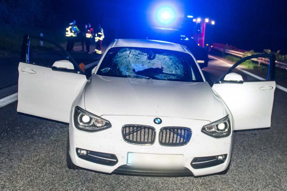 Auto Mit 46 Kilo Brocken Von Brücke Beworfen Fahrerin Schwer Verletzt